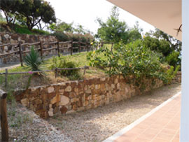 the garden in front of the accommodations
