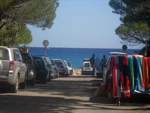 road leading to the cala liberotto beach
