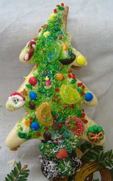 large sandwiched christmas tree cookie
