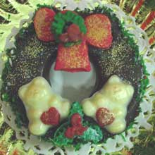 wreath cookie with sweetheart teddies