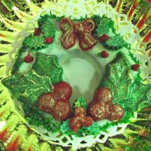 wreath cokkie with holly and berries