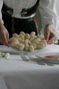 a plate of agnolotti curlurgionis