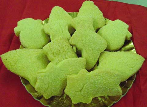 an assortment ofeasy christmas cookies on a tray