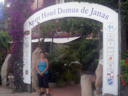 entrance to the hotle domus de janas in la torre di barisardo