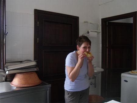 me eating a coccoi prenas