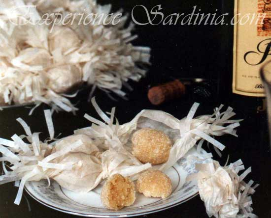 sardinian almond cookie goeffus
