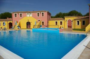 swimming pool at the renja residence
