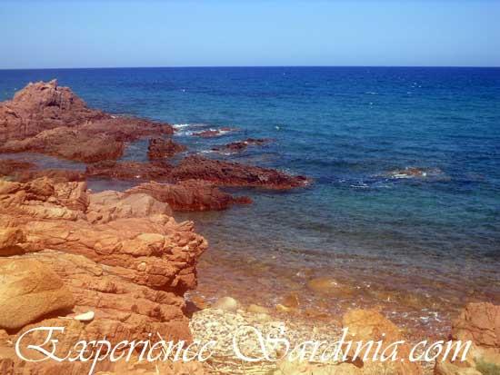 The coastline that leads to the su sirboni beach