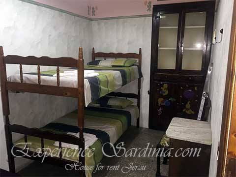 full view of singles bedroom woth bunk beds in house to rent in sardinia italy