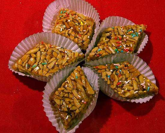 sardinian almond brittle cookies served in paper cases