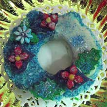 red and blue wreath cookie