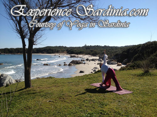 yoga in sardinia on the su sirboni beach with alex