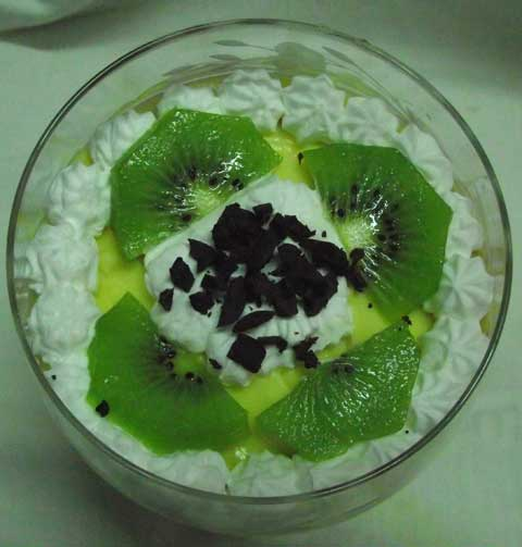 zuppa inglese with kiwi topping